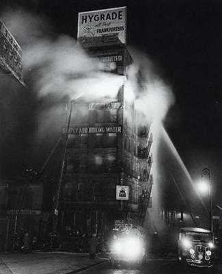 Nueva York en tres tiempos (Weegee)